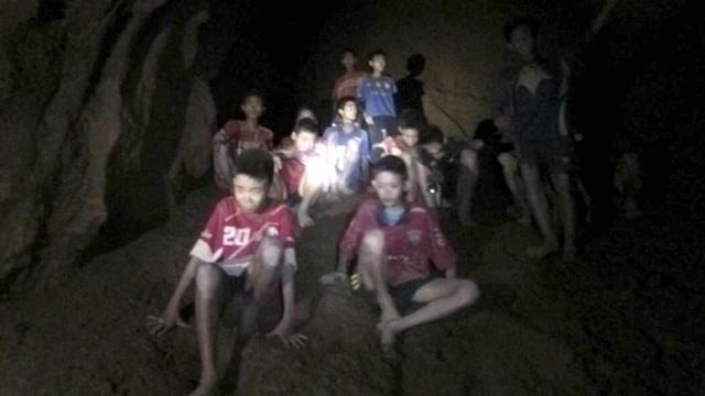 Đội bóng được tìm thấy còn sống sót sau 9 ngày mắc kẹt. (Ảnh: ThaiNavy SEAL)