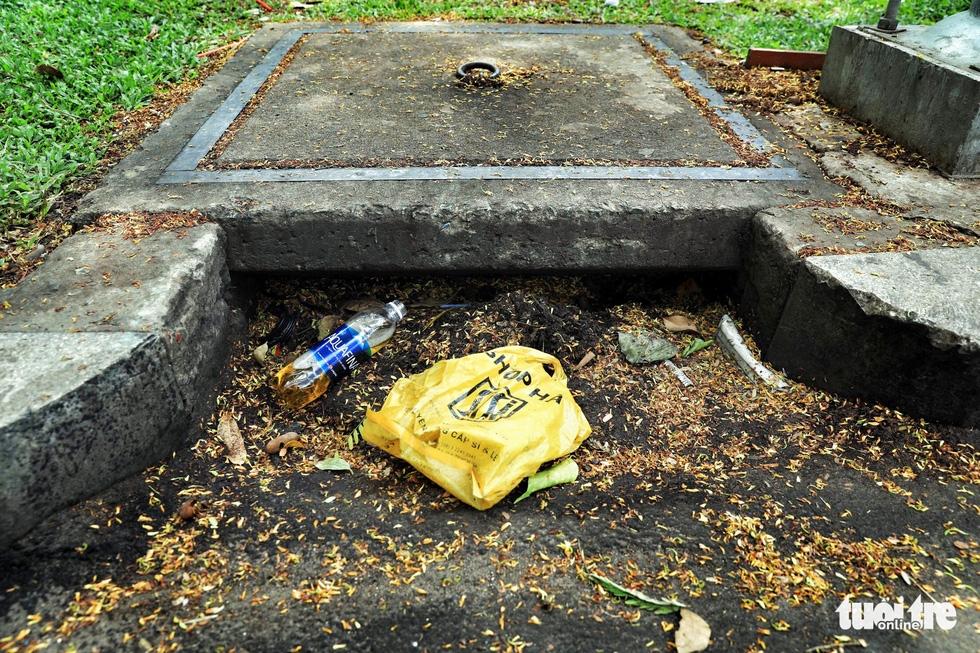 Tại TP.HCM, miệng cống là bãi rác - Ảnh 15.