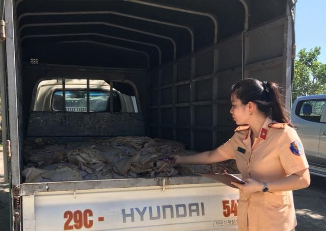 Lực lượng CSGT phát hiện, bắt giữ 1 tấn thực phẩm bẩn chuẩn bị tuồn ra thị trường