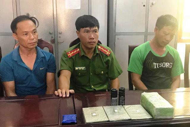 Hai đối tượng Nguyễn Văn Toàn và Hồ Sỹ Long tại CQĐT.