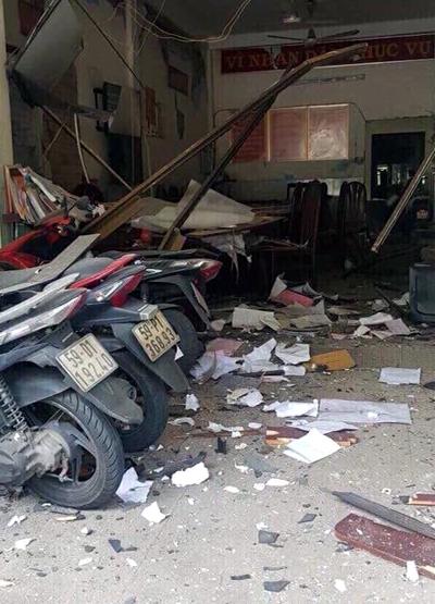 Bên trong trụ sở công an phường 12, quận Tân Bình sau vụ nổ. Ảnh: C.T.V