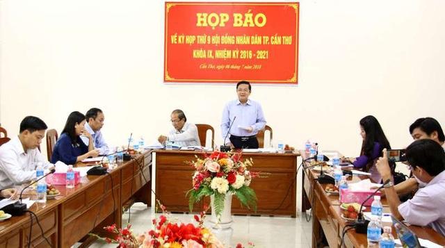 Ông Nguyễn Thành Đông – Phó Chủ tịch HĐND TP Cần Thơ thông tin về chương trình dự kiến kỳ họp thứ 9 HĐND TP khóa IX, nhiệm kỳ 2016-2021.