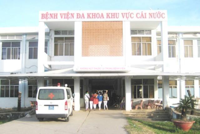 Bệnh viện đa khoa khu vực Cái Nước bị phản ánh là người dân phải ra ngoài mua thuốc dù có một số loại thuốc thông thường mà bệnh viện cho rằng không có trong danh mục BHYT.
