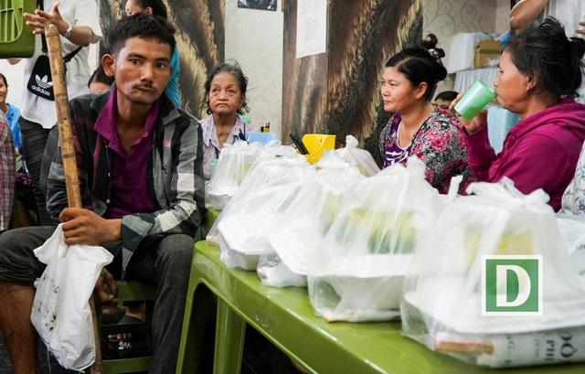 Quán cơm cung cấp khoảng 200 suất ăn mỗi lần mở cửa vào trưa thứ 7.