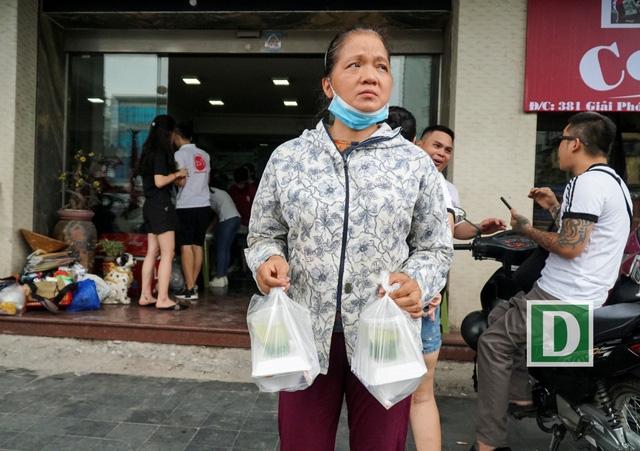 Trong những ngày đầu hoạt động, khá nhiều người dân đã vào quán ăn cơm. Đồ ăn được nhận xét là ngon miệng, sạch sẽ.