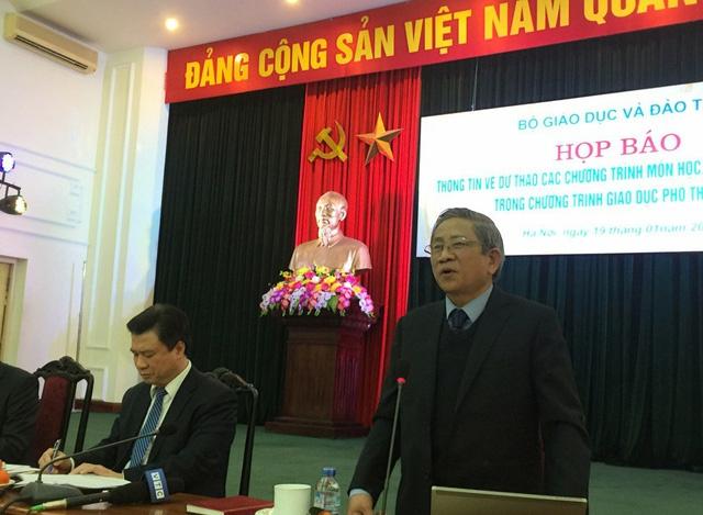 GS. Nguyễn Minh Thuyết thông tin về khung chương trình GDPT mới.