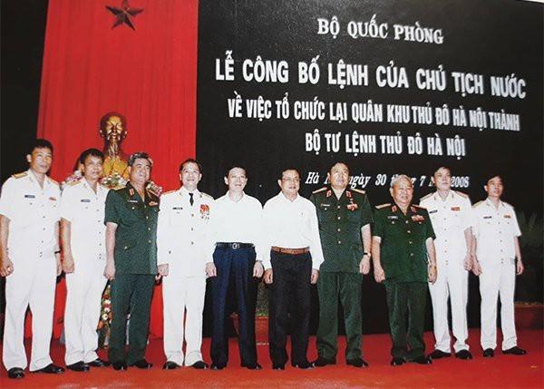 Các đại biểu dự lễ công bố lệnh của Chủ tịch nước về việc tổ chức lại Quân khu Thủ đô thành Bộ Tư lệnh Thủ đô Hà Nội