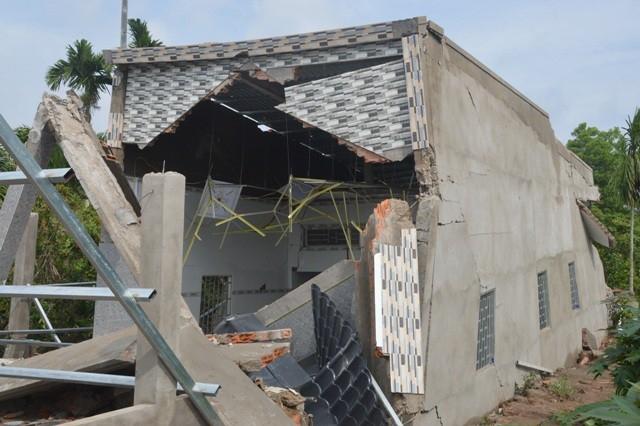 Nhà được xây trên đất bãi bồi, nền đất yếu nên được cho là nguyên nhân gây sập.