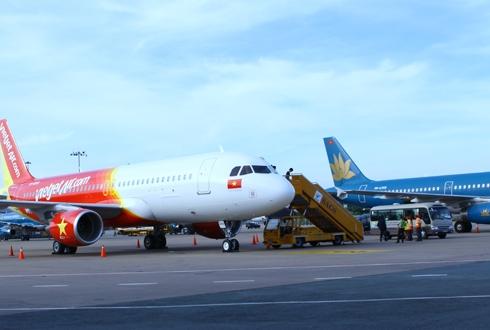 Các hãng hàng không phải đổi lịch bay do ảnh hưởng của bão số 3. Ảnh minh họa: Xuân Hoa
