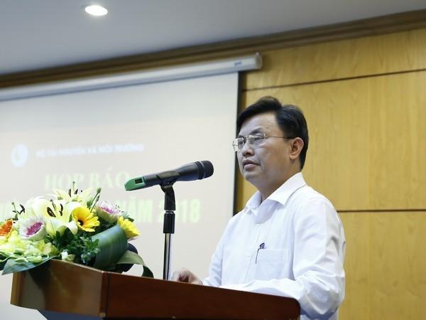 Phó Tổng cục trưởng Tổng cục Môi trường Hoàng Văn Thức thông tin tại cuộc họp báo.