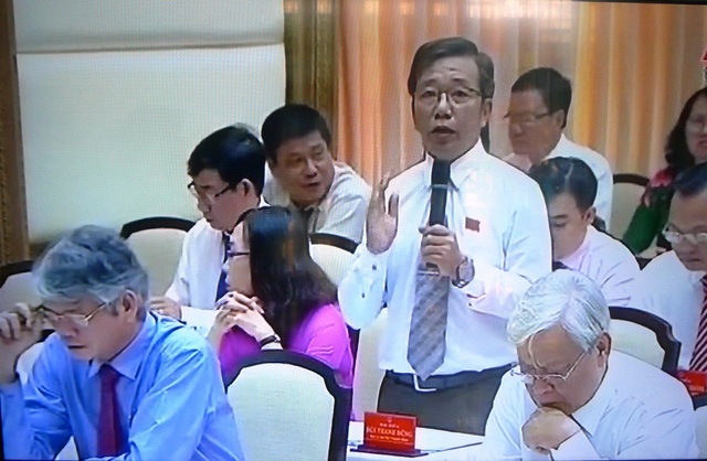Đại biểu ở Huyện Lai Vung nêu vấn đề về đào tạo nhóm nghề phục vụ cho các đề án tái cơ cấu nông nghiệp và phát triển du lịch.