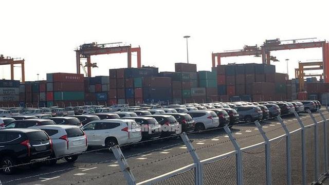 Tại Cảng Tân Vũ, Hải Phòng, có hàng ngàn xe thuộc các hãng Toyota, Mitsubishi, Ford, Nissan, Honda nhập về