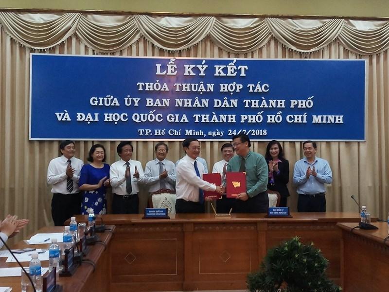 ĐH Quốc gia TP.HCM ký thỏa thuận hợp tác với UBND TP - ảnh 2