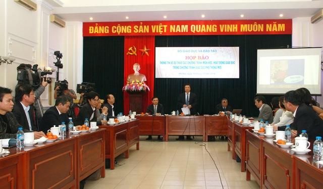 Đại diện Bộ GD&ĐT thông tin về lộ trình áp dụng chương trình GDPT mới.