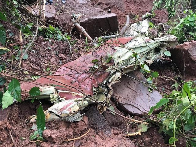 Nhiều mảnh vỡ từ chiếc Su-22 tại hiện trường.