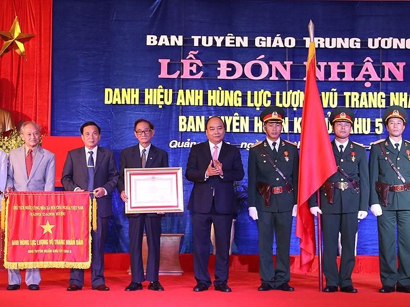Ban Tuyên huấn Khu ủy Khu V đón nhận danh hiệu anh hùng - ảnh 1