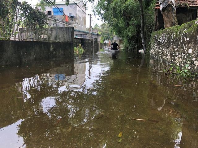 Đây là năm thứ 2 liên tiếp, người dân Đinh Xá bị nước lũ tràn vào nhấn chìm