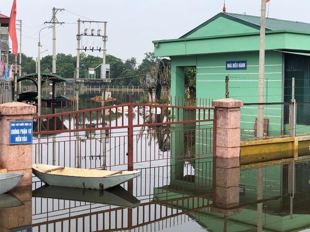 Nhà máy nước sạch Đinh Xá bị nước nhấn chìm