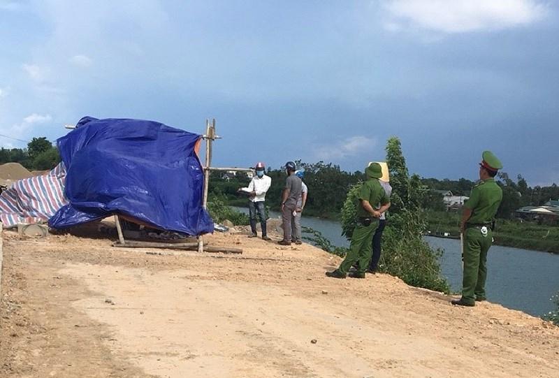 Thi thể nam thanh niên chết lõa thể trên sông Hiếu Quảng Trị - ảnh 1