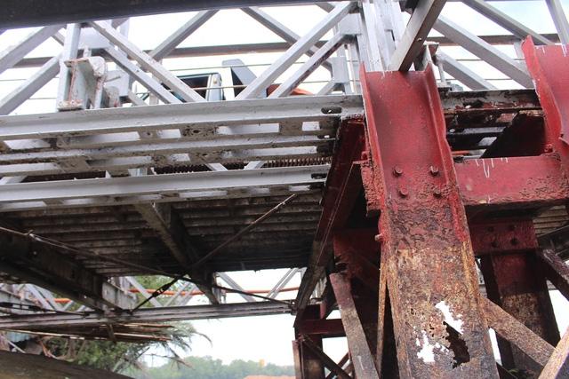 Hiểm nguy rình rập từ những cây cầu sắt xuống cấp ở Nhà Bè - Ảnh 2.