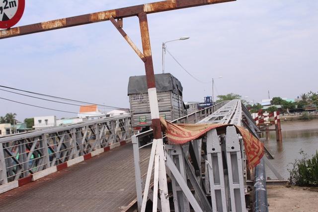 Hiểm nguy rình rập từ những cây cầu sắt xuống cấp ở Nhà Bè - Ảnh 6.