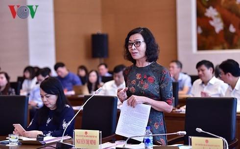 Tổng Giám đốc BHXH Việt Nam Nguyễn Thị Minh báo cáo tại phiên giải trình.