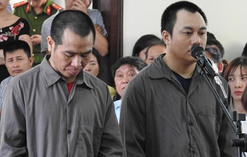 Bị cáo Sơn và Hoàng tại phiên sơ thẩm. Ảnh: Công Phương.