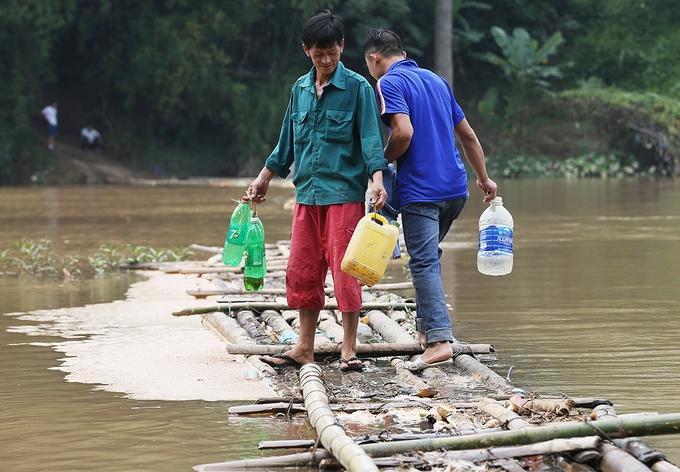 Con đường tre mạo hiểm dài hơn 100 m trên sông ở Lạng Sơn
