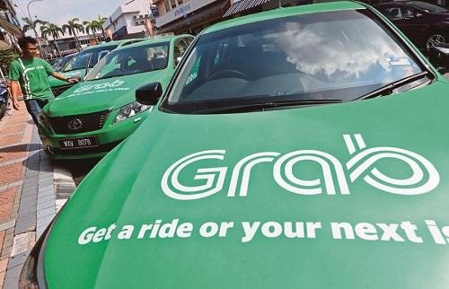 Hiệp hội taxi Hà Nội đề xuất GrabCar phải gắn mào trên nóc. Ảnh: NST