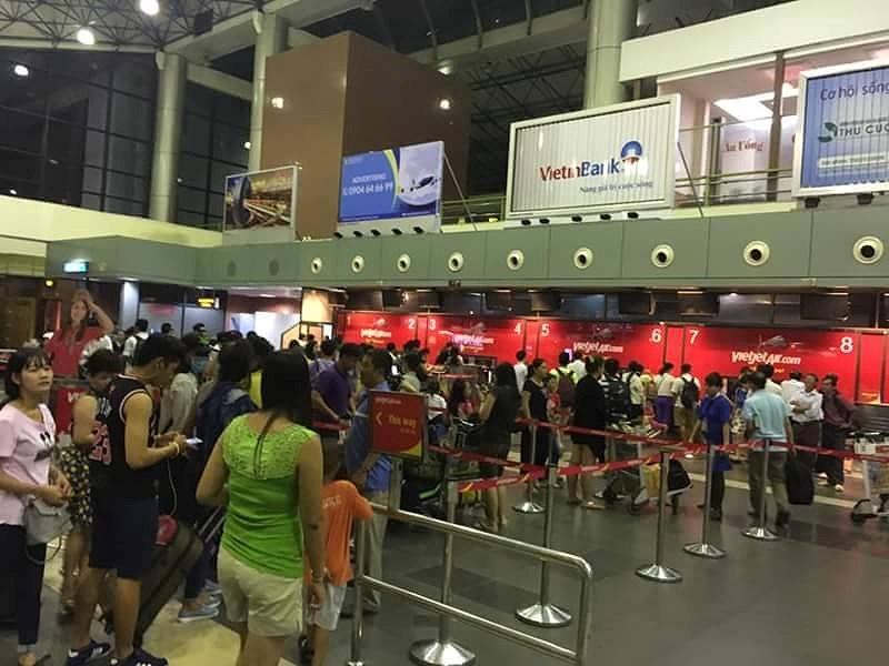 Hành khách Hàn Quốc bị bỏ quên ở sân bay Nội Bài - ảnh 1