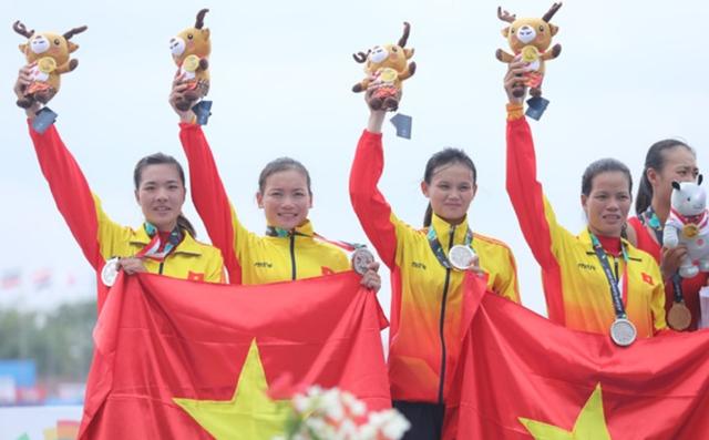 Phạm Thị Huệ, Định Thị Hảo, Lê Thị Hiền, Trần Thị An giành HCB Rowing nội dung thuyền 4 nữ