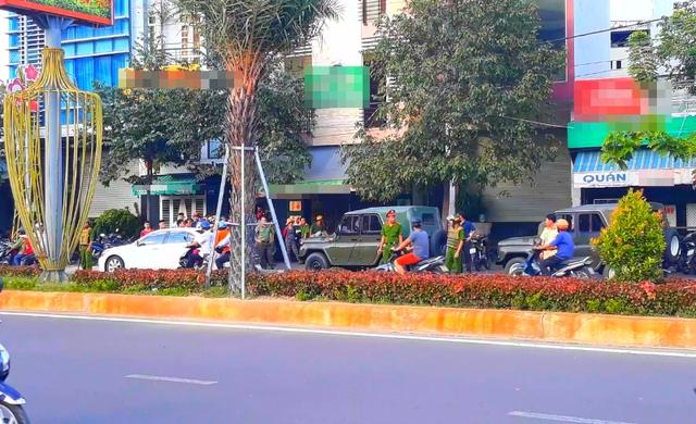 Cơ quan chức năng khám xét nơi ở của đối tượng Lê Quốc Bình tại nhà ở TP Quy Nhơn, tỉnh Bình Định.