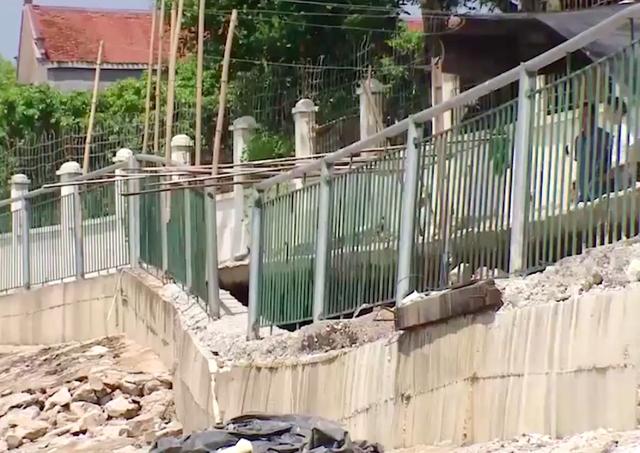Bắc Giang: Kè chục tỷ vừa xây xong đã sạt, doanh nghiệp phải chịu toàn bộ chi phí khắc phục! - Ảnh 4.