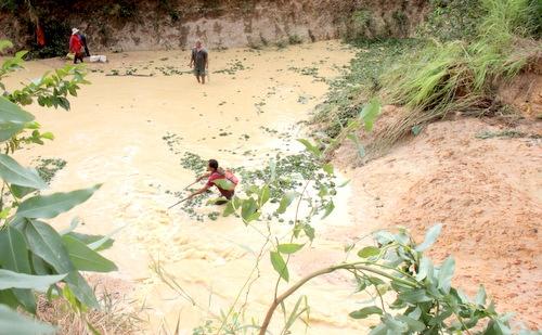 Vị trí đập trên suối Giao Kèo bị vỡ. Ảnh: Nguyễn Khoa