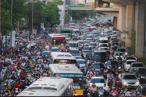 Hà Nội muốn thu phí phương tiện cơ đi vào khu vực nội đô để hạn chế ùn tắc và ô nhiễm. Ảnh: Ngọc Thành.