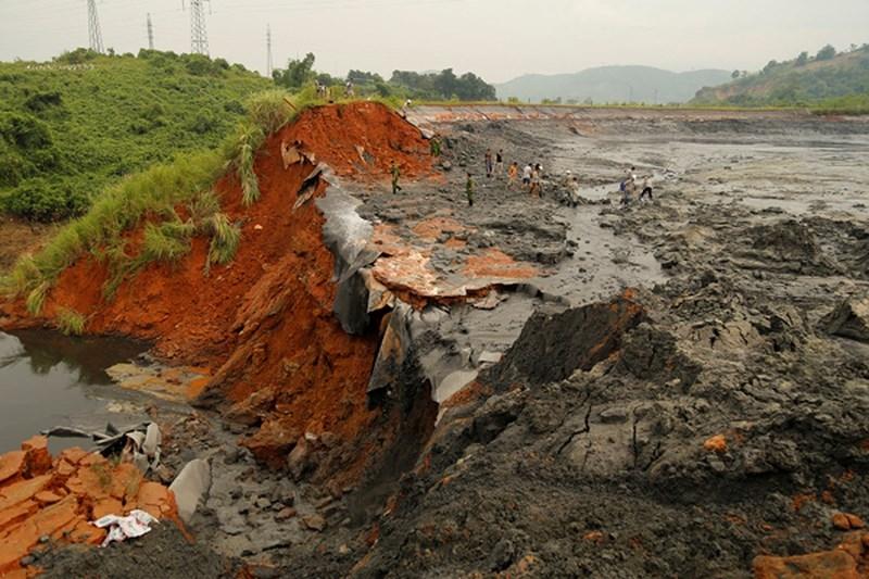 Lào Cai: Vỡ bờ bao hồ chứa quặng thải Nhà máy DAP số 2 - ảnh 1