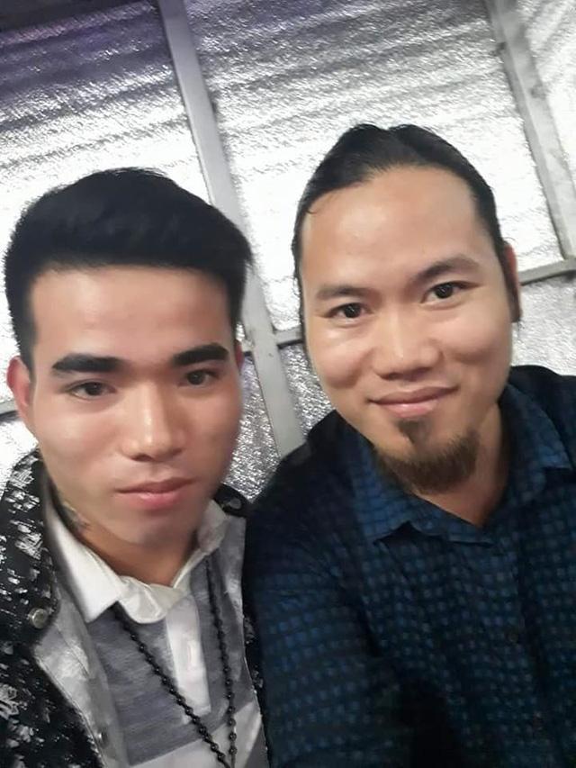 Sau khi gây án, Dư vẫn đăng tải hình ảnh chụp cùng các nghệ sĩ như Vượng Râu...