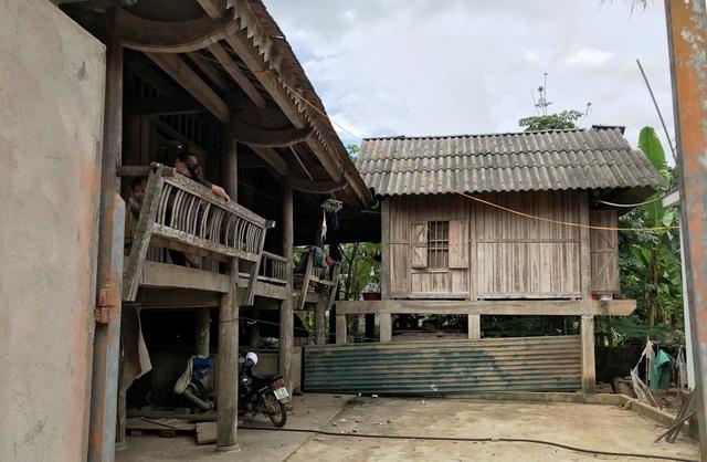 Bản làng nghèo xơ xác.