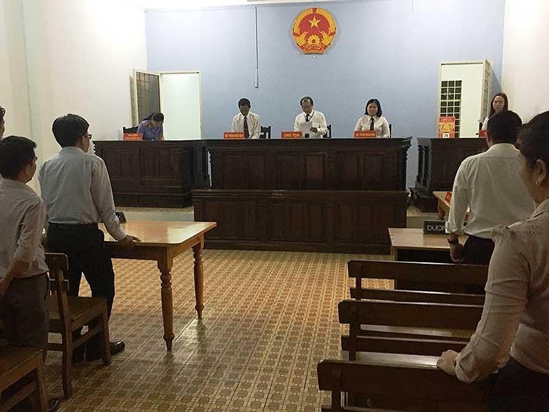 Chủ tịch tỉnh ủy quyền cho giám đốc sở ra tòa? - ảnh 1