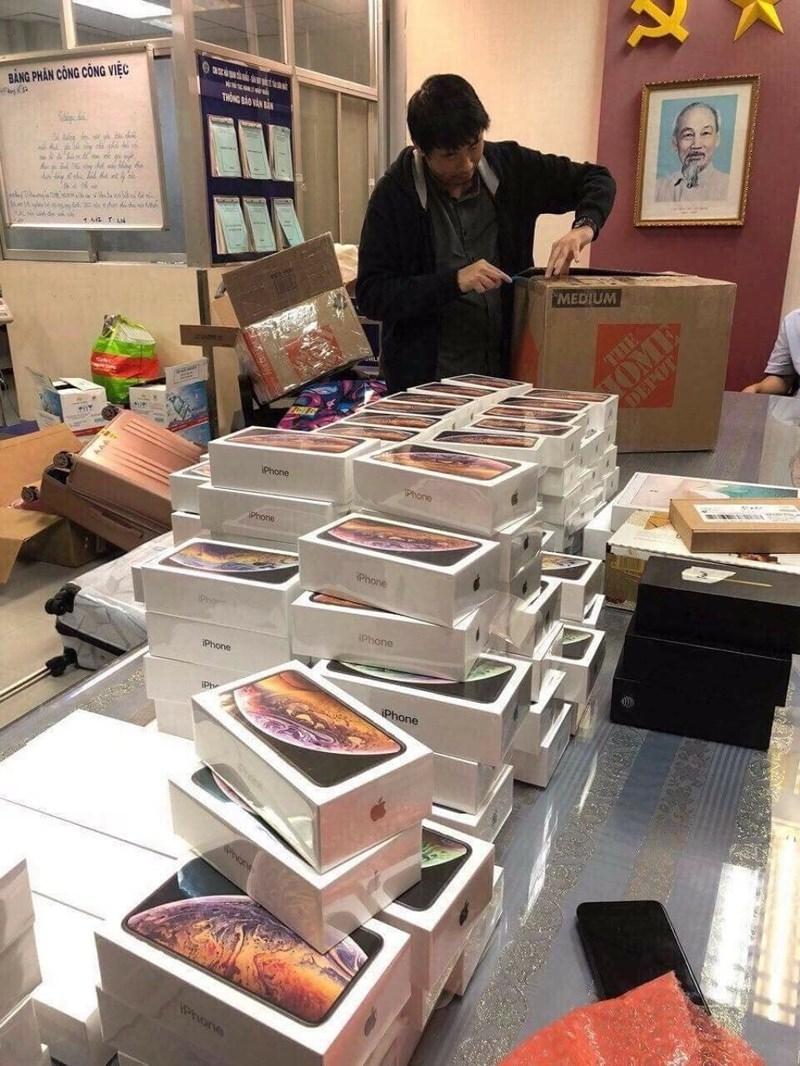 Hơn 250 iPhone mới nhập lậu qua sân bay Tân Sơn Nhất  - ảnh 1