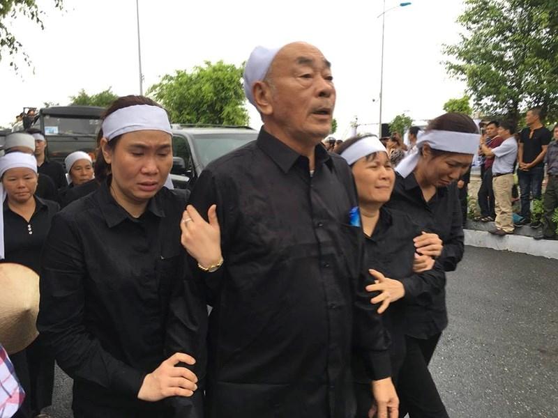 Hàng vạn người dân đón linh cữu Chủ tịch nước ở xã Quang Thiện - ảnh 4