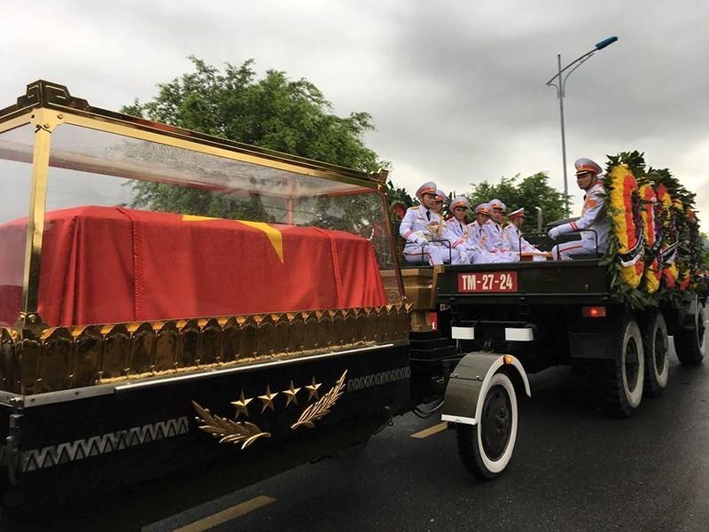 Hàng vạn người dân đón linh cữu Chủ tịch nước ở xã Quang Thiện - ảnh 6