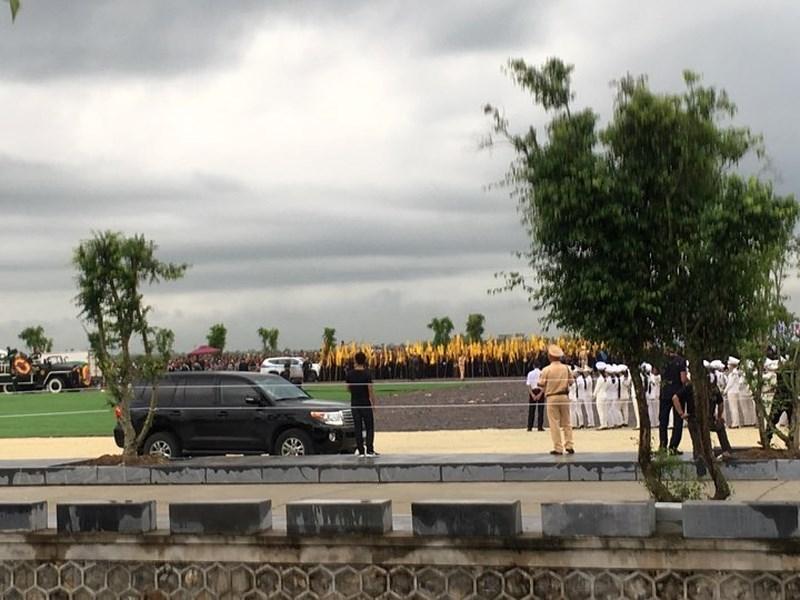 Hàng vạn người dân đón linh cữu Chủ tịch nước ở xã Quang Thiện - ảnh 7
