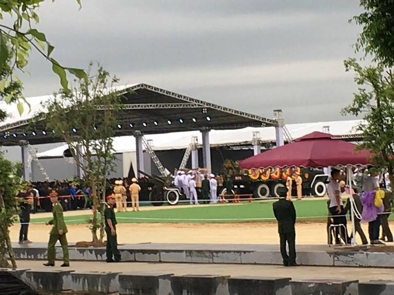 Hàng vạn người dân đón linh cữu Chủ tịch nước ở xã Quang Thiện - ảnh 8