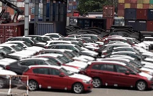 Nhiều đại lý lấy lý do không có xe nên yêu cầu người mua trả thêm nếu muốn kịp có xe đi vào dịp Tết