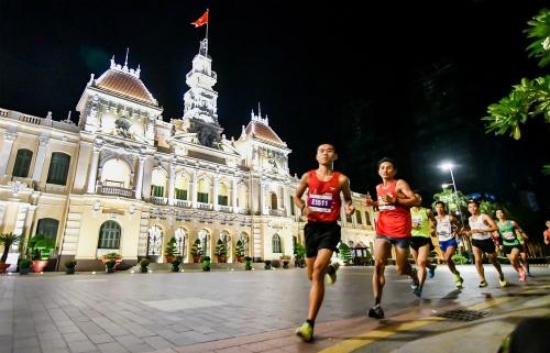 Tham gia chạy bộ, các vận động viên sẽ đóng góp vào những dự án thiện nguyện của ban tổ chức giải. Ảnh: Châu Châu.
