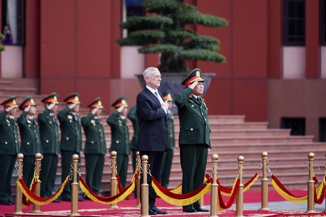 Lễ đón chính thức Bộ trưởng Jemas Mattis tại trụ sở Bộ Quốc phòng Việt Nam
