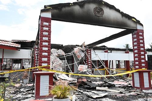 Nhà tù Donggala hoang tànsau trận động đất và vụ phóng hỏa của các tù nhân. Ảnh: NPR
