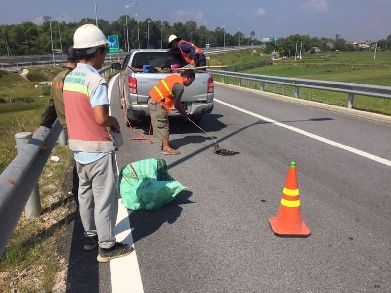 Xem xét dừng thu phí cao tốc Đà Nẵng – Quảng Ngãi vì ổ gà - ảnh 2