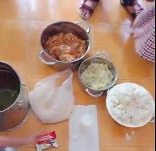 Bữa ăn cơm mốc, đầu cá được cho là của trẻ tại Trường mầm non Phú Mỹ, tỉnh Bà Rịa - Vũng Tàu (Ảnh cắt từ clip)